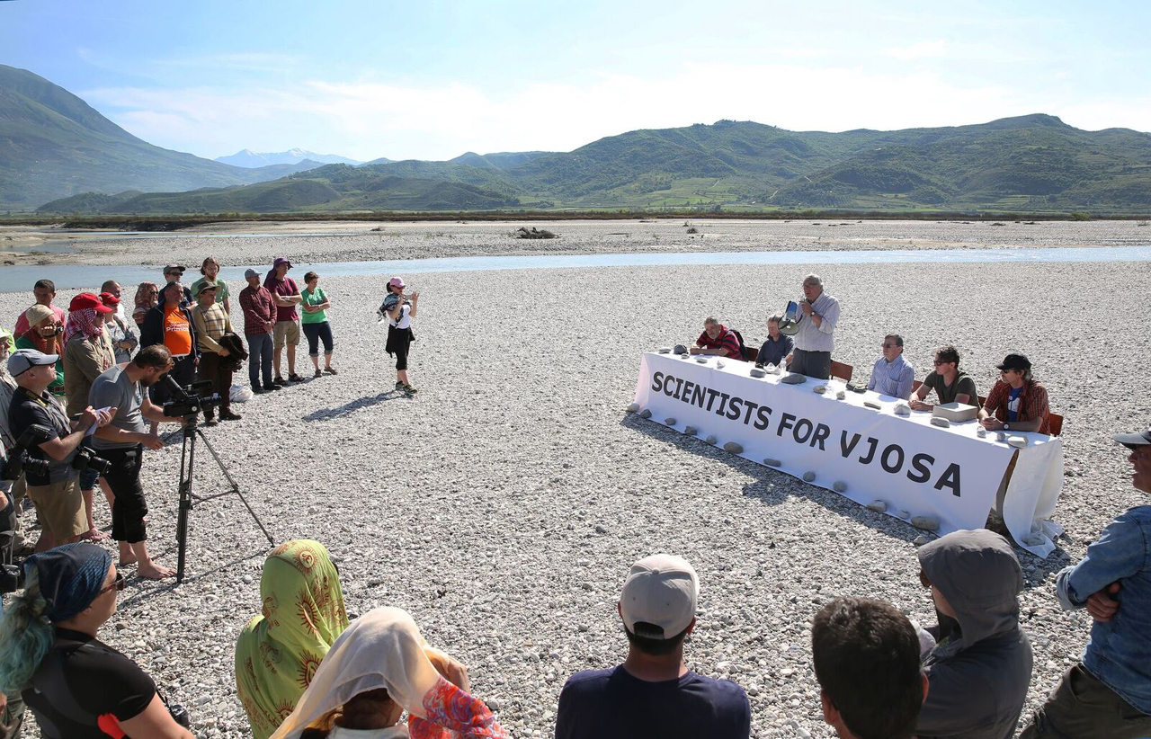 Pressekonferenz im Flussgebiet
