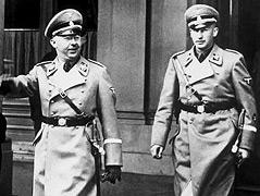 Heinrich Himmler (links), Förderer Heydrichs, mit Heydrich 1938 in Wien