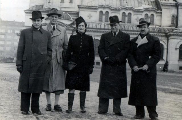 Klatt-Mitarbeiter vor der Alexander-Newski-Kathedrale in Sofia, 1942 (Privatbesitz)