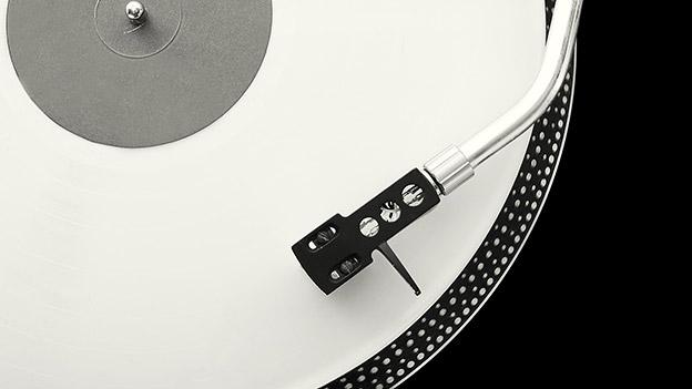 Schallplatte am Plattenteller