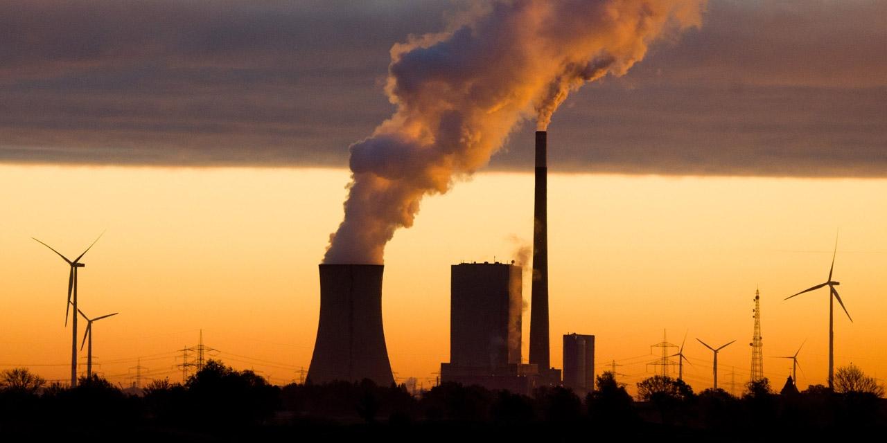 Kohlekraftwerk lässt Rauch ab