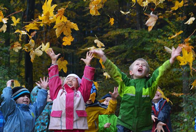 Kinder im Waldkindergarten in Koppl (Archivaufnahme)