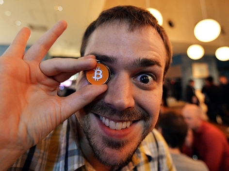 Fan mit Bitcoin Medaille