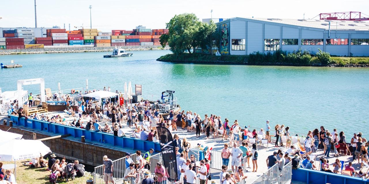 Blick auf den Linzer Hafen beim Bubble Days