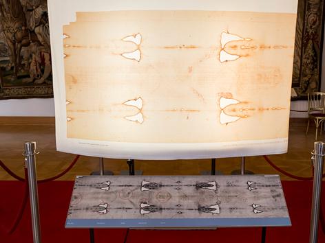 Abbildung des Turiner Grabtuchs in einer Ausstellung der Malteser im Wiener Erzbischöflichen Palais