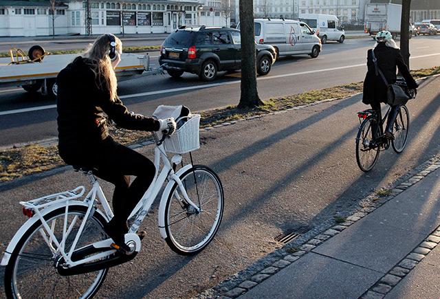 Radfahrerin im Zentrum von Kopenhagen
