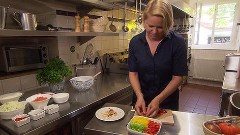 Barbara Schandl in der Küche