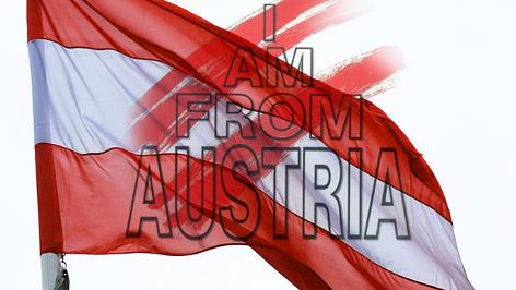 """Rainhard Fendrich """"I am from Austria"""" Cover über einer Österreich-Fahne"""
