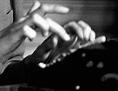 """Filmausschnitt aus """"Ninotschka"""": Greta Garbo schreibt auf einer Schreibmaschine"""