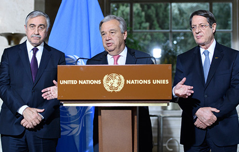 UNO-Generalsekretär Antonio Guterres mit Mustafa Akinci (links) and Nicos Anastasiades im Jänner 2017 in Genf