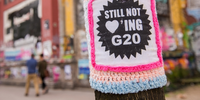 "Bestrickter Baum ""Still not loving G20"""