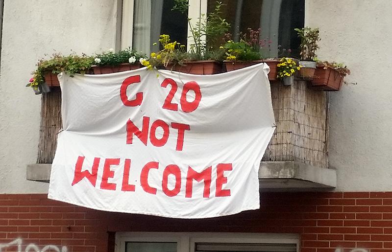 Transparent gegen G20 auf einem Haus