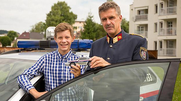 Lucas mit Bezirkspolizeikommandant Oberstleutnant Paul Pirchner