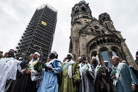 30 Imame aus europäischen Ländern gedenken am Sonntag, 9. Juli 2017, in Berlin den Opfern vom Anschlag am Weihnachtsmarkt, bei dem 12 Menschen starben.