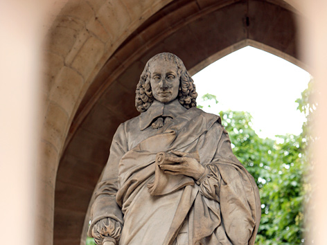 Statue des Philosophen und Mathematikers Blaise Pascal