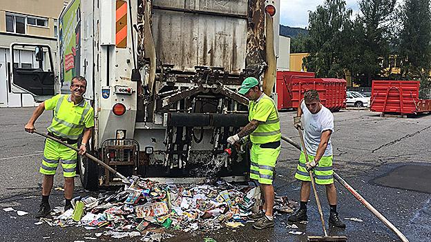 Beschädigter Müllwagen