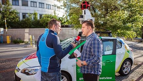 Robert Kratky mit dem Google-Street-View-Auto