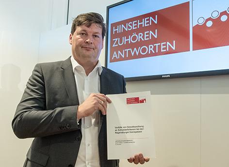 Rechtsanwalt Ulrich Weber präsentiert den Abschlussbericht über die Missbrauchsfälle bei den Regensburger Domspatzen