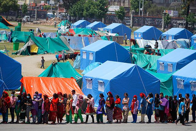Nepal nach dem Erdbeben 2015: Versorgungscamp in Kathmandu