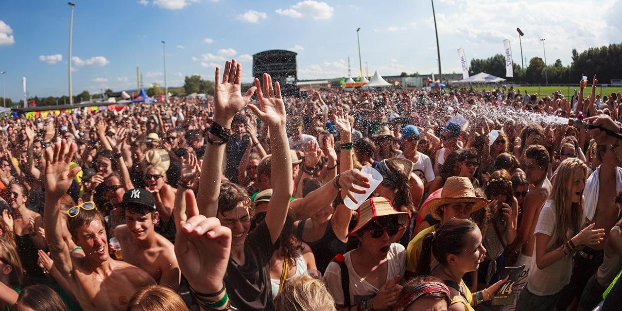 Publikum vor der Green Stage