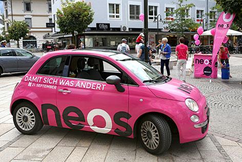 Aufo mit Neos-Logo