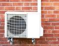 Klimaanlage an Hauswand