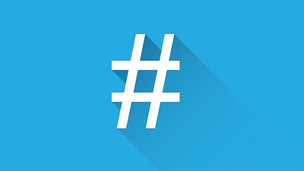 Hashtag auf blauem Grund