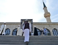 Muslimische Imame vor der Moschee in Floridsdorf