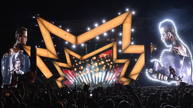 Robbiw Williams auf der Bühne in Wien