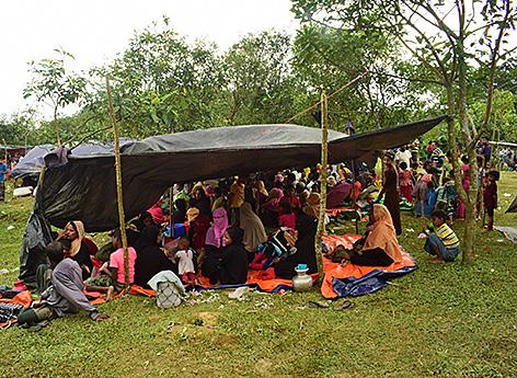 Flüchtlinge an der Grenze zu Bangladesch, Angehörige der muslimischen Minderheit der Rohingya fliehen aus Myanmar