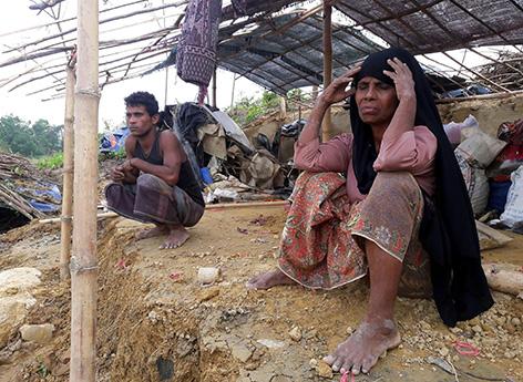 Angehörige der muslimischen Minderheit der Rohingya im Flüchtlingslager in der Stadt Cox's Bazar in Bangladesch