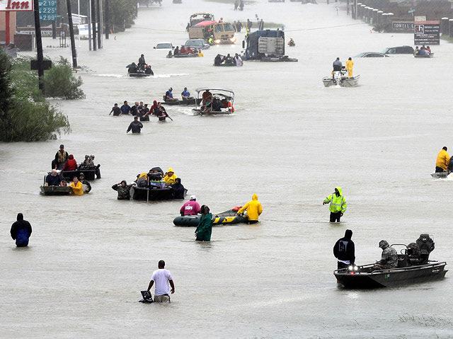 Viele Straßen in Houston stehen völlig unter Wasser.