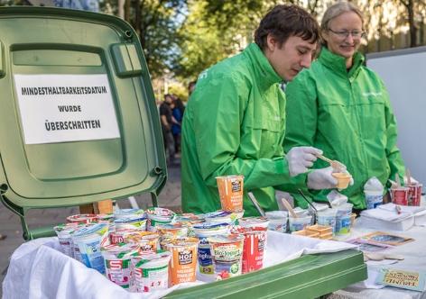 Greenpeace: Joghurtverkostung Mariahilferstraße
