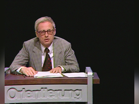 Hubert Feichtlbauer im ORF-Studio als Moderator der Orientierung