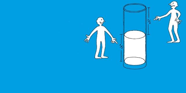 Illustration, zwei Männchen neben einem halbvollen Glas