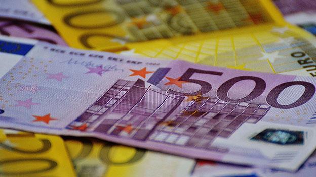 500 und 200 Euro Geldscheine