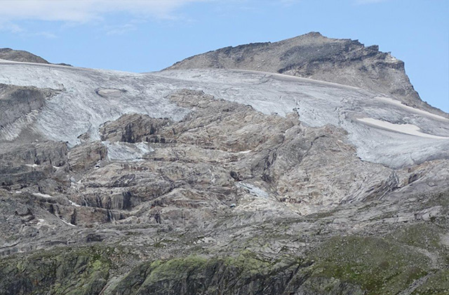 SSK am 26.8.2018. Der Stubacher Sonnblick (3.088 m). Der Gletscher ist stark ausgeapert, nur mehr Altschneereste sind vorhanden.
