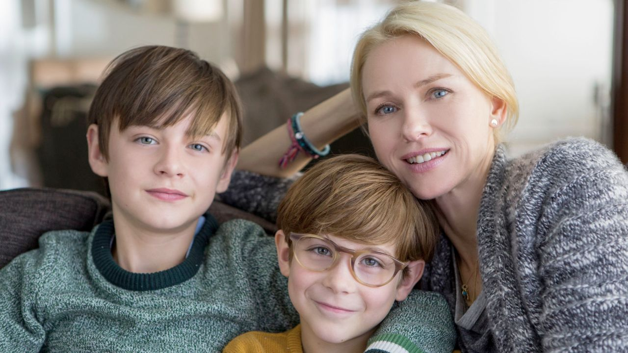 "Naomi Watts mit zwei Kindern, Szenenbild aus ""The Book of Henry"""