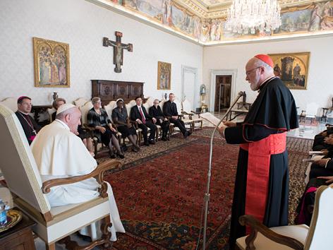 Papst Franziskus mit dem Bostoner Kardinals Sean O'Malley und Mitgliedern der vatikanischen Kinderschutzkommission