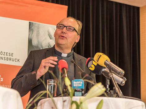 Der designierte Innsbrucker Bischof Hermann Glettler bei seiner Antrittspressekonferenz