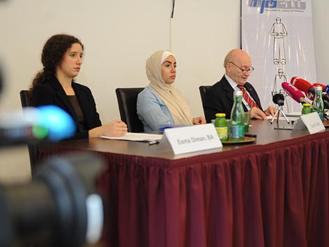 MJÖ-Pressekonferenz: (V. l. n. r.:) Esma Duman, Canan Yasar und Anas Shakfeh