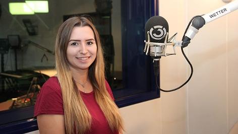 Kandidatin Julia im Studio