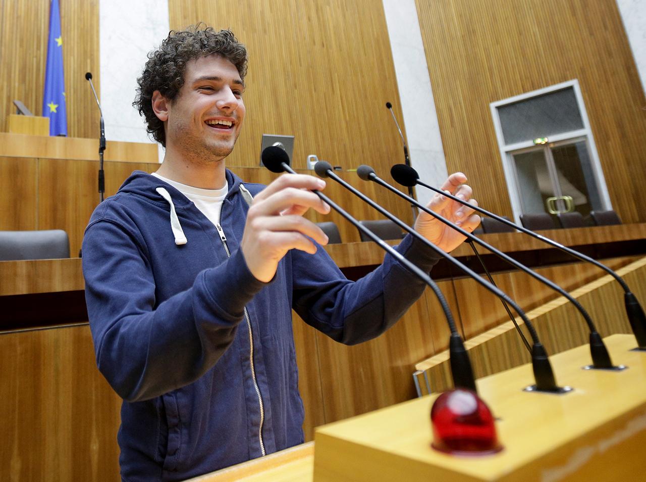 Julian Schmid im Parlament 2013