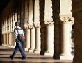 Historisches Gebäude mit Säulen: Campus der Stanford University