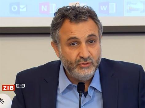 IMÖ-Obmann Tarafa Baghajati bei einer Pressekonferenz im Presseklub Concordia (ZiB-Beitrag)