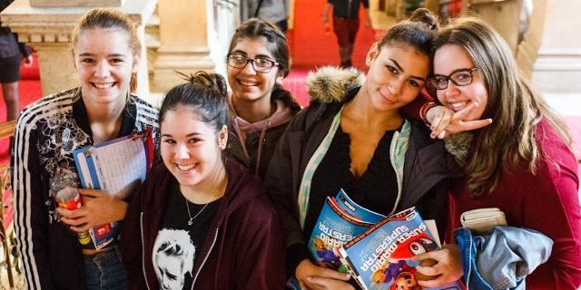Junge Besucherinnen auf der Game City 2017