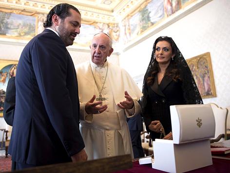 Der libanesische Ministerpräsident Saad Hariri mit seiner Ehefrau Lara Azm bei Papst Franziskus