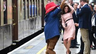 Herzogin Kate tanzt mit Paddignton Bär