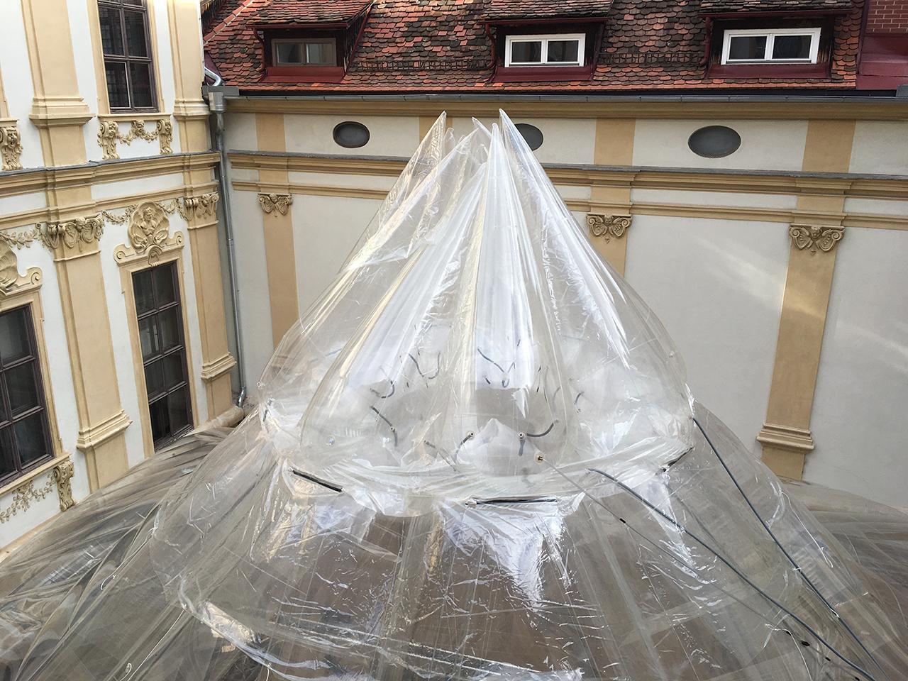 Aufblasbares Dach beim steirischen herbst