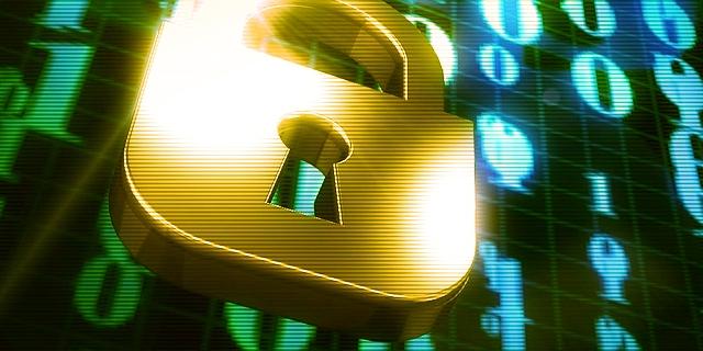 goldenes Vorhängeschloss vor Daten